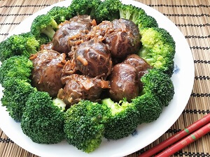 braised shiitake mushrooms with broccoli