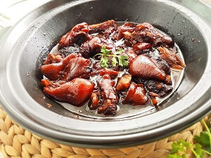 pig trotter with sweet black vinegar