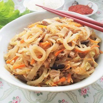 Jiu Hu Char (Stir Fried Jicama with Shredded Cuttlefish)