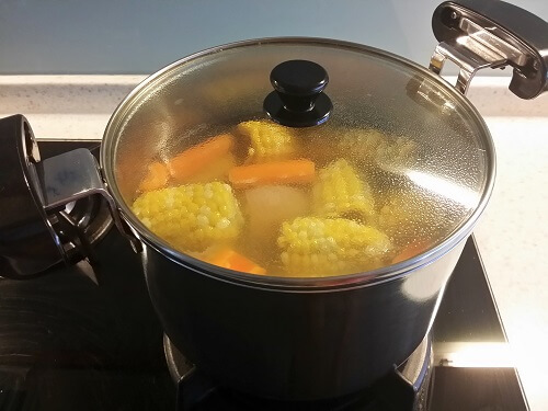 cooking-sweet-corn-soup