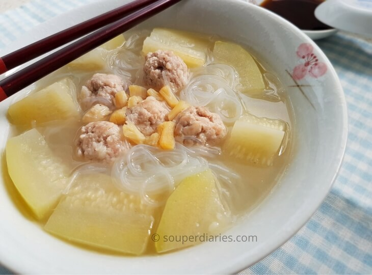 Hairy gourd with pork balls soup