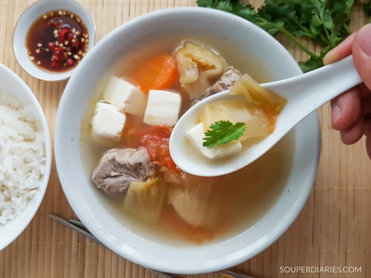 Salted vegetable soup with pork ribs