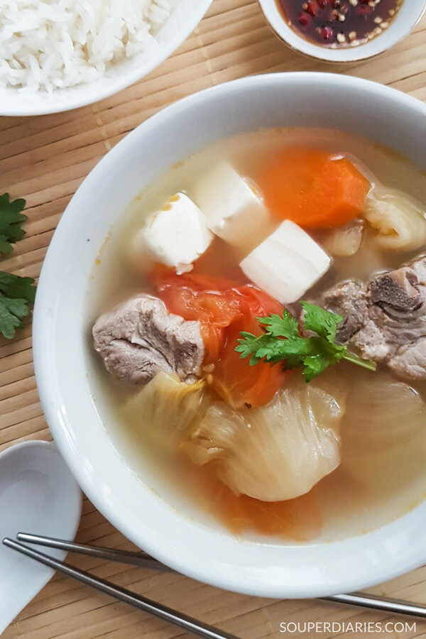 Salted vegetables soup with tofu and pork ribs