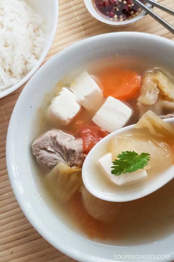Salted vegetable tofu soup