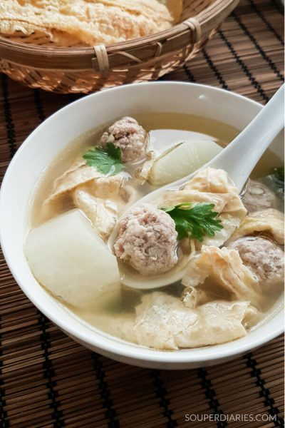 Bean Curd and Meatballs Soup