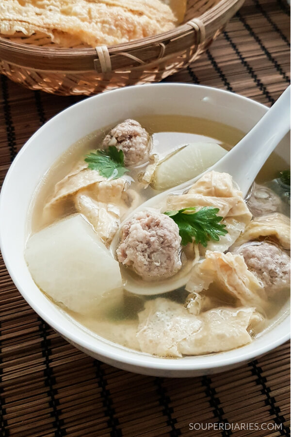 Chinese bean curd soup recipe with meatballs and daikon