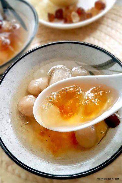Peach gum dessert soup